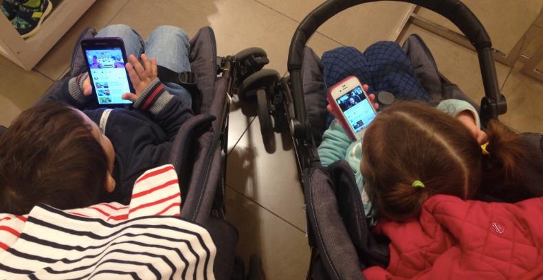 Con uno smartphone già nel passeggino.